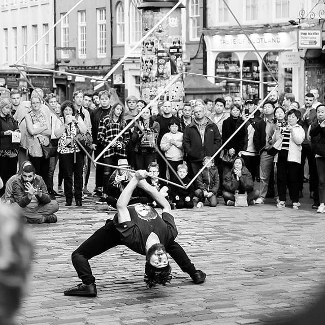 Cool photo from fringe. Taken by @jbenayas  #circus #flexible #juggling #cubespinning #cirquedusoleilcasting #melonthehuman #edinburghfringe