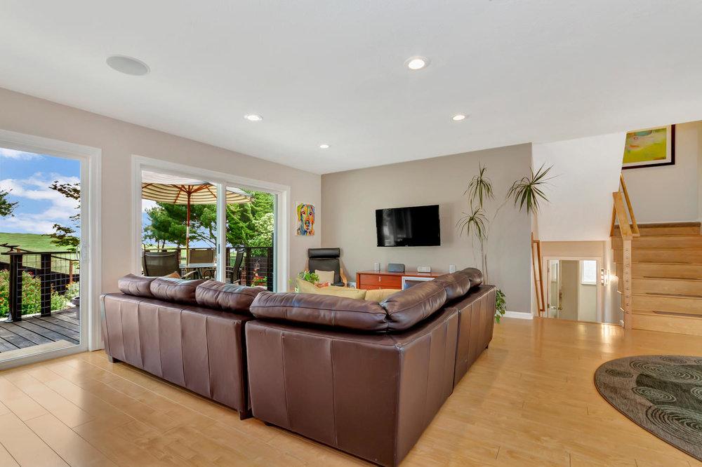 355 W Seaview Dr Benicia CA-large-003-23-Living Room 1a-1500x1000-72dpi.jpg