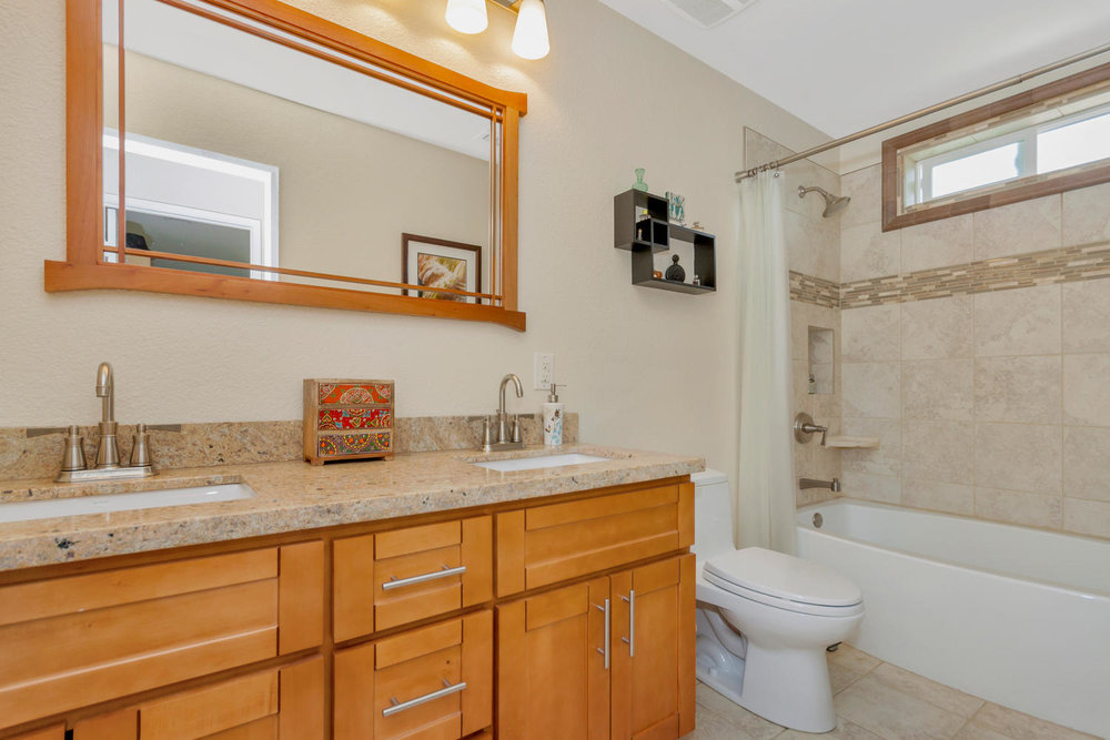 355 W Seaview Dr Benicia CA-large-026-17-Bathroom-1500x1000-72dpi.jpg