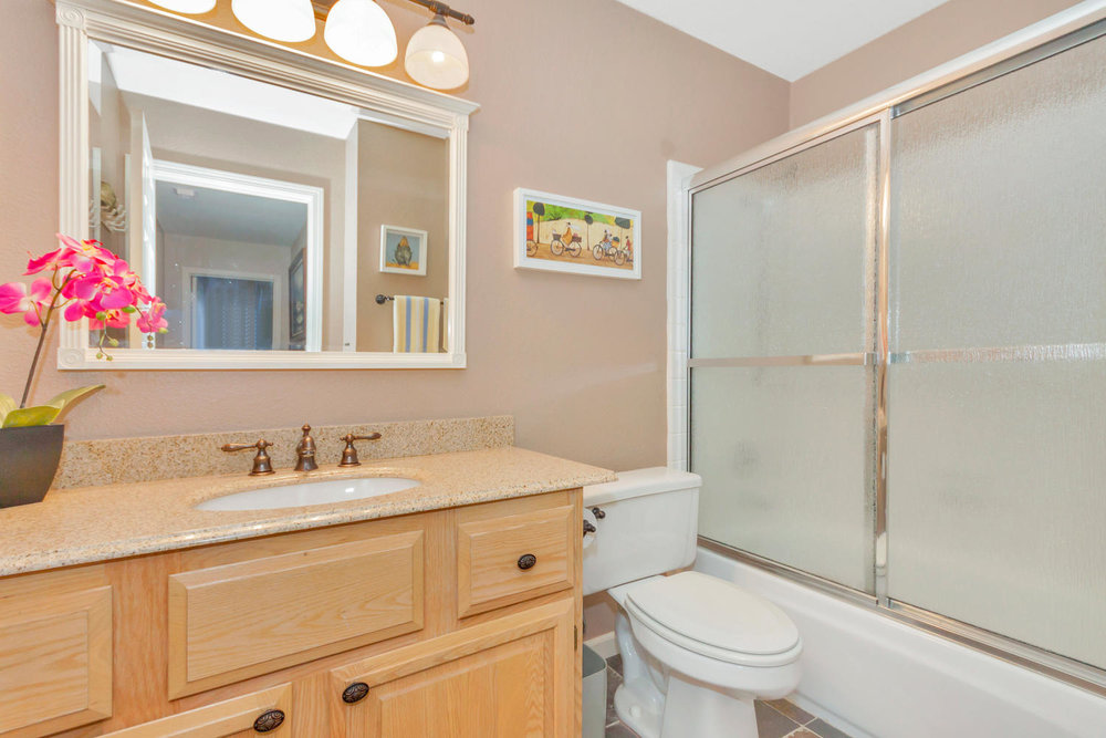 140 Live Oak Ct Vallejo CA-large-024-1-Bathroom-1500x1000-72dpi.jpg