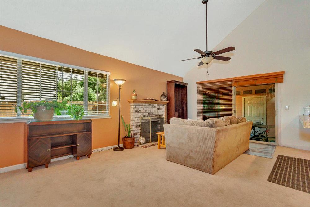 1302 W 13th St Benicia CA-large-015-21-Family Room 2a-1500x1000-72dpi.jpg