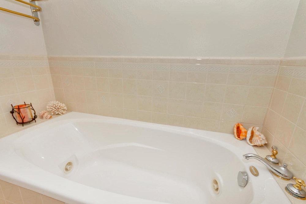 1302 W 13th St Benicia CA-large-021-7-Master Bath 2-1500x1000-72dpi.jpg