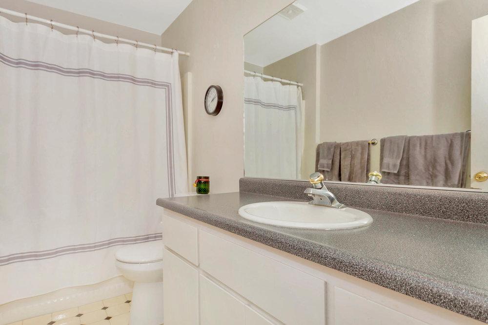 1302 W 13th St Benicia CA-large-023-4-Bathroom-1500x1000-72dpi.jpg