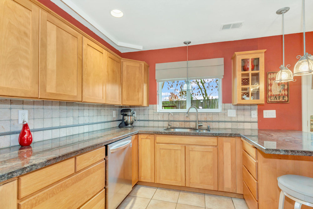 530 Laurel Ct Benicia CA 94510-large-013-29-Kitchen 3a-1500x1000-72dpi.jpg
