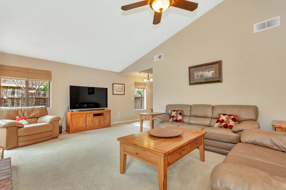 530 Laurel Ct Benicia CA 94510-large-006-15-Living Room 3a-1500x1000-72dpi.jpg