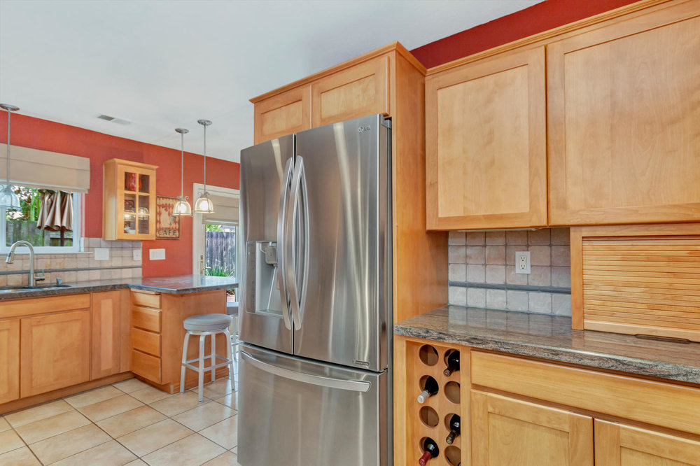530 Laurel Ct Benicia CA 94510-large-014-21-Kitchen 4a-1500x1000-72dpi.jpg