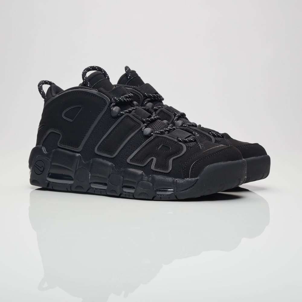 The Nike Air More Uptempo emerged during a time when basketball sneakers were at an all-time high. MJ, Penny or Garry all had their signature shoes out and then, in-between all the heat, Scotty Pippen and Nike released the Air More Uptempo. Even though Pippen had his other signature shoe, the Air Pippen, he donned one of the most amazing and beloved silhouettes in 1996. Mostly recognized by the over-dimensioned AIR sign across the upper, this shoe sports a full Air unit, non-marking rubber outsole and a heel-loop for an easy on/off.