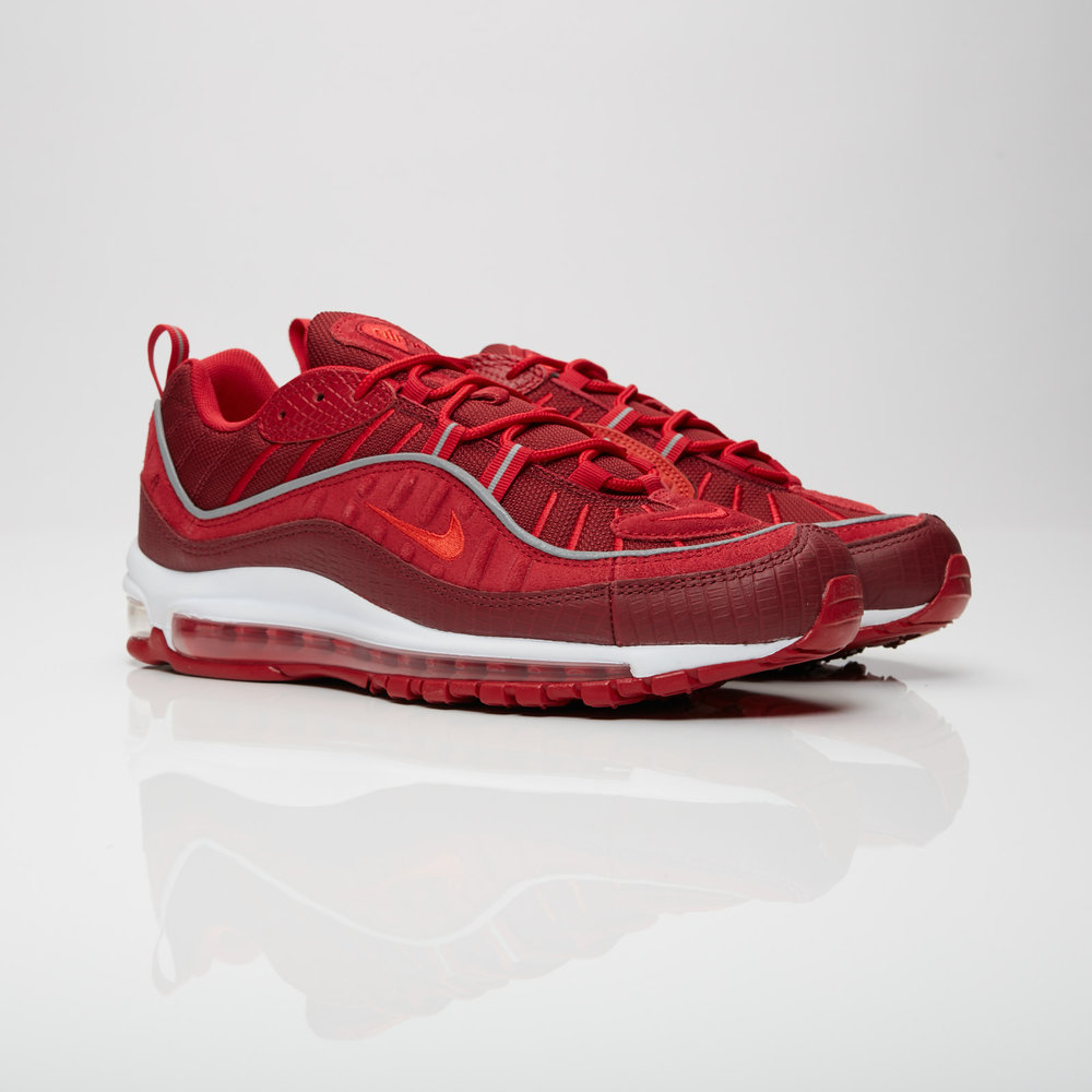 The Nike Air Max 98 is in full force, colorway after colorway, the model designed by Sergio Lozano recycles the full-length Air unit by the Nike Air Max 97 comes with Team Red and Habanero Red accents. The different shades of red on the mesh and leather upper feature a tonal lining as well as a white midsole.