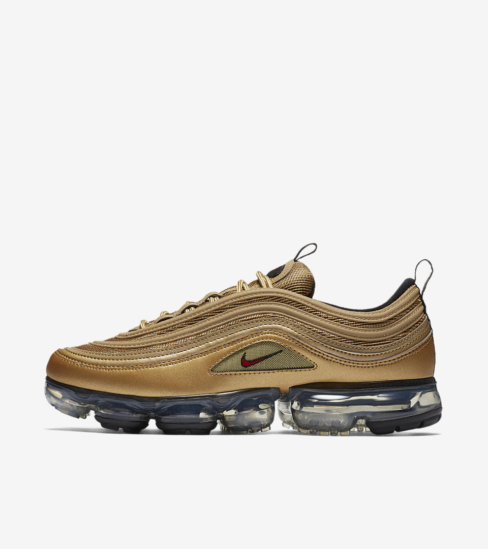 Behold the striking fusion of two ground-breaking representations of full-length Air: the iconic wave-aesthetic of the Air Max 97 upper and the revolutionary, heel-to-toe Air VaporMax cushioning system. The result is timeless, delivering a bold new silhouette that celebrates the past and present of the Max family. Check out the newest colorway in Metallic Gold with red, black and white details.