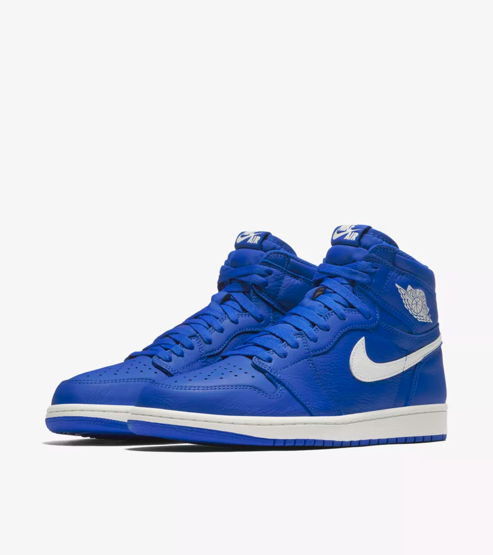 The latest Air Jordan I arrives in true form. It features a high-top collar, full-grain leather construction and classic Wings logo, just like it did in its 1985 debut. A Hyper Royal upper and outsole brighten up the silhouette just in time for summer.
