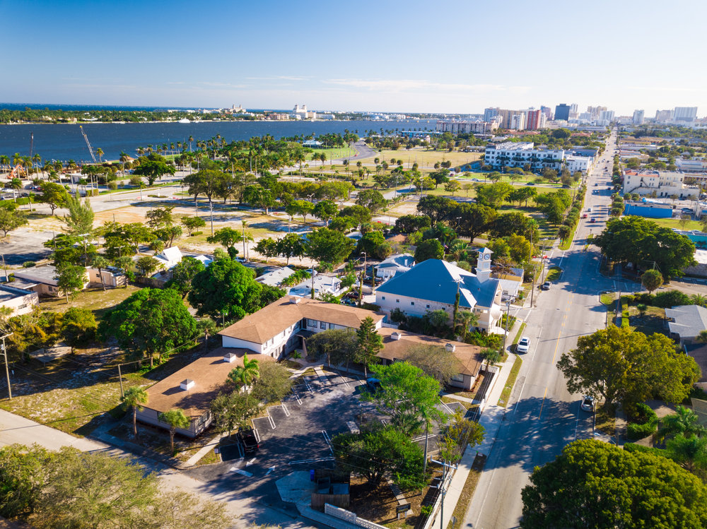 Poinsettia Place - Experience West Palm Beach living at Poinsettia Place Apartments. This community is located in Northwood directly adjacent to Currie Park, Flagler Drive and charming shops, galleries, coffeeshops and restaurants.Starting at $1,195