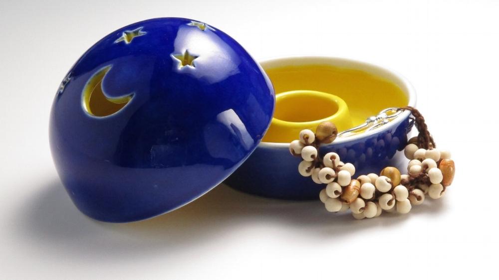 - 'SectAway Ceramic Dish & Bracelet