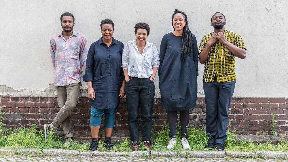 Curator Gabi Ngcobo (second from left) with her curatorial team. Team der 10. Berlin Biennale für zeitgenössische Kunst, v. l. From left to right: Thiago de Paula Souza, Gabi Ngcobo, Nomaduma Rosa Masilela, Yvette Mutumba, and Moses Serubiri. Photo by F. Anthea Schaap.