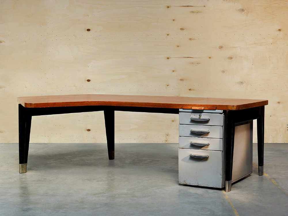 Jean Prouvé (1901-1984), Desk « Présidence », Ca 1952 Desk made of lacquered bent steel sheet frame, supporting a bean shaped wooden top with matching lateral drawers and pencils case above. / H 29 x L 97 x W 57 in. © Marie Clérin / Laffanour Galerie Downtown, Paris