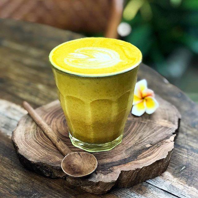 Tumeric Latte for breakfast? 😋😍