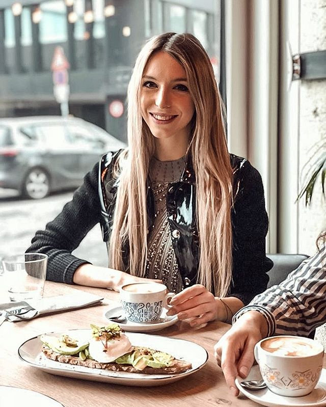 ✨ BLOGGER BRUNCH ✨  at El Gaucho in Vienna @elgauchoamrochusmarkt // in cooperation with AFRO Coffee @afrocoffee @redbull and VOIZ Republic ☕️🥐🥞🧡 • • • 📷 @laelae.life  #tb #bloggerbrunch #foodblogger #lifestyleblogger