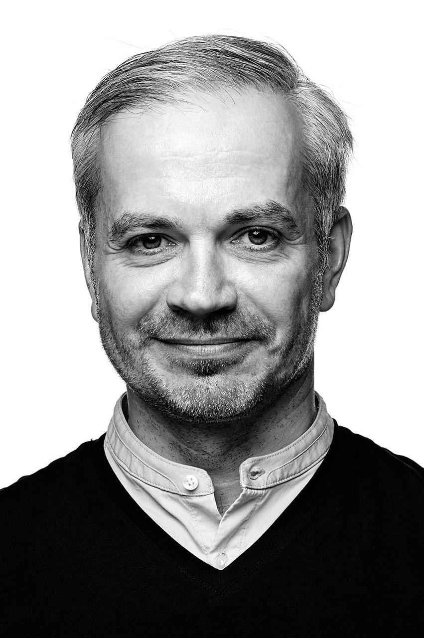 PETER MARSZALEK - Mehr als 15 Jahre Erfahrung als 3D-Artist mit Schwerpunkt Modeling und Simulation. Leiter von verschiedenen Produktionen im Bereich Animation und visuelle Effekte. Erfahrung mit nationalen und internationalen Produktionen für Movies, TV und Games.MAIL HIM