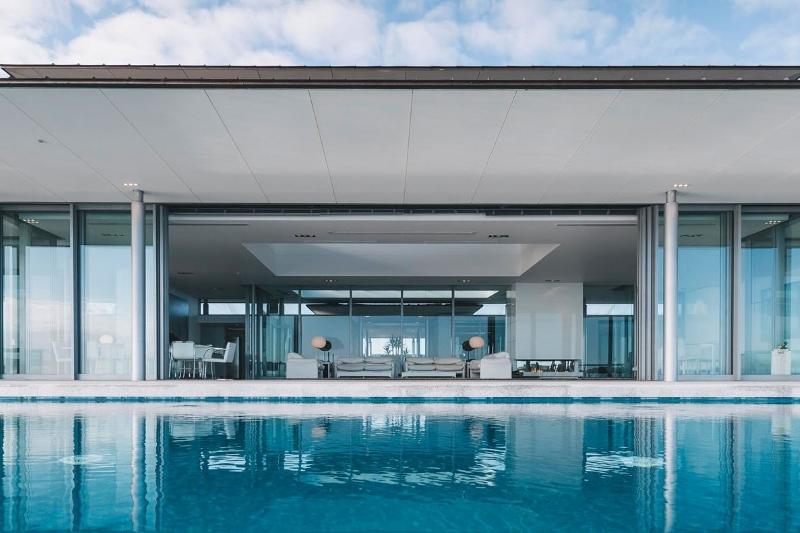 EN - front pool-1600 wide.jpg
