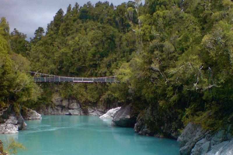 Rimu Lodge Hokitika gorge swing bridge.jpg