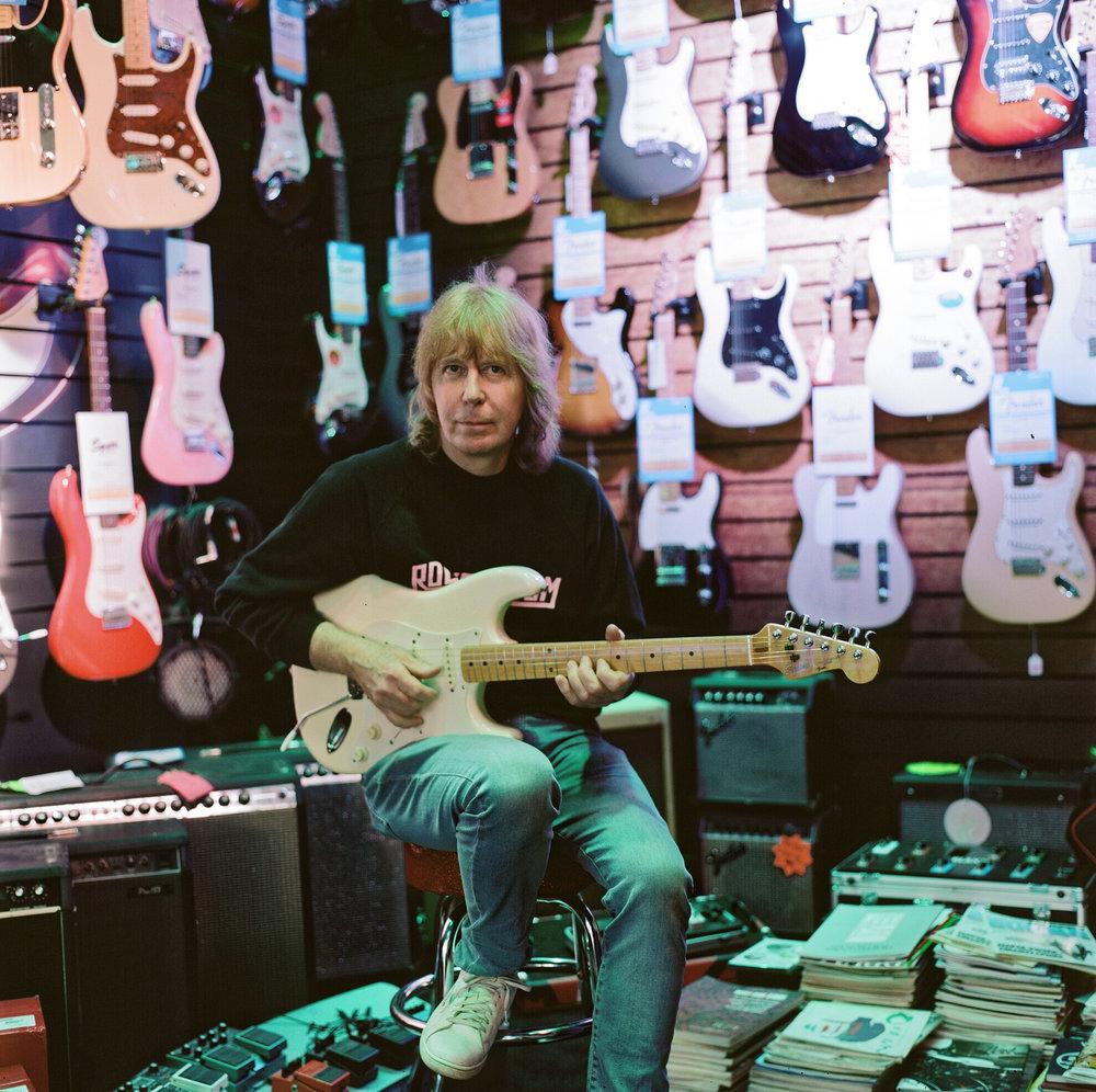 Carl, Guitarist