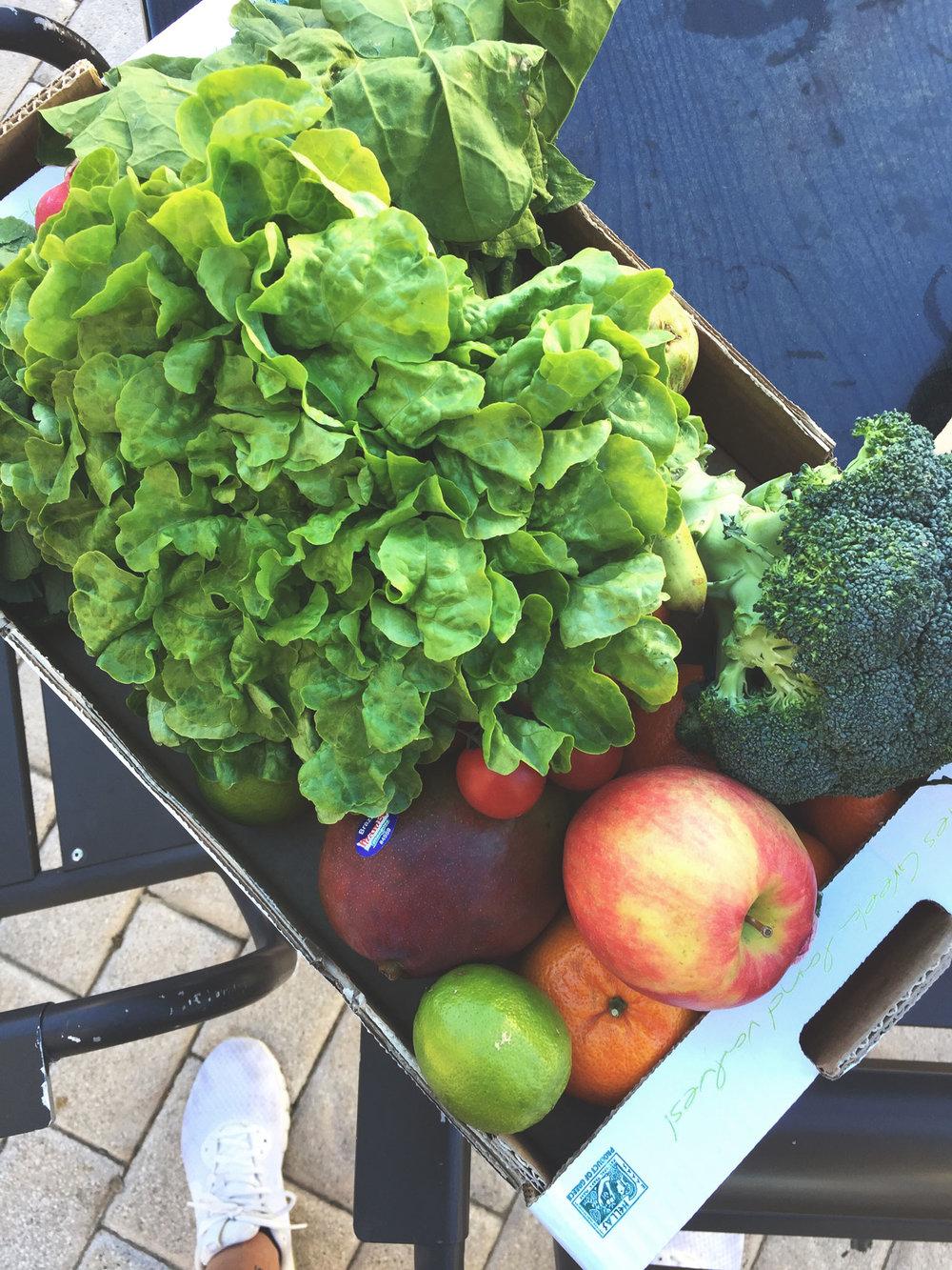 Vi köpte massor med frukt och grönsaker på Agromart. Älskar den butiken men det blir för dyrt att bara handla där så vi alternerar med Aldi som är bra på ekomat.