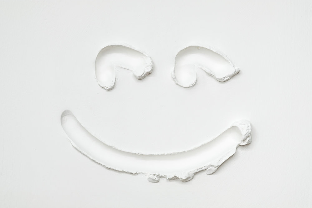 Shanie Tomassini, Happy, Plaster, 2018 [Photo by Morgane Clément-Gagnon]