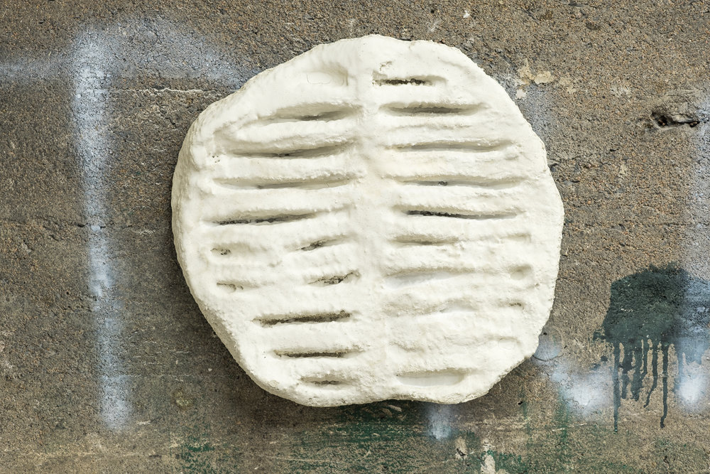 Shanie Tomassini, Vent Trap, styrofoam, sprayed cement, 2018 [Morgane Clément-Gagnon]