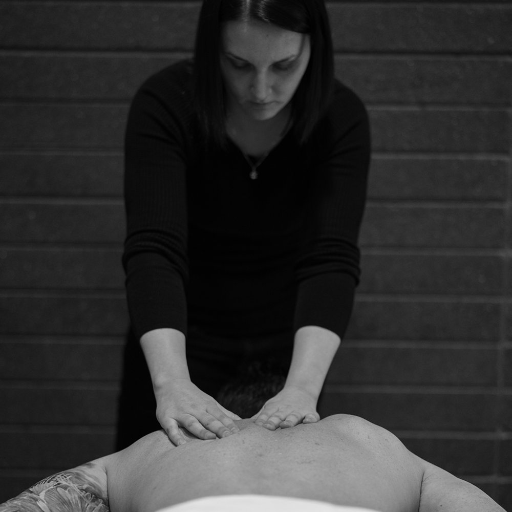 Action Shots_004_massage_BW.jpg