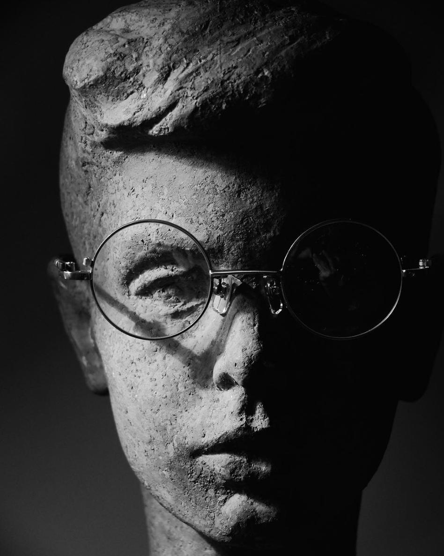 - Его концепция основана на легких контрастах, приглушенных оттенках и элементах спортивного кроя. Профессиональный закройщик Taichi Murakami легко экспериментирует с формами, добиваясь гармоничных силуэтов.