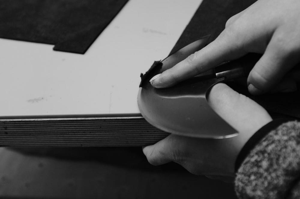 - Немецкий бренд ESDE создает уникальные аксессуары из кожи. Ручная работа делает каждый предмет по-настоящему особенными и непоторимыми.