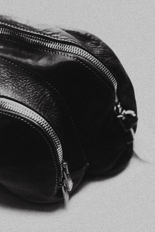 GUIDI - За последние 120 лет, лейбл Guidi, вместе со своей историей, переходил от одного поколения в другое. После создания производства по выделке кожи в 1896 году, каждая семья, владевшая лейблом, оставалась верна оригинальным традициям. И по сей день Guidi верны себе, производя кожу непревзойденного качества, а так же обувь, по удобству с которой мало какая сможет сравниться.