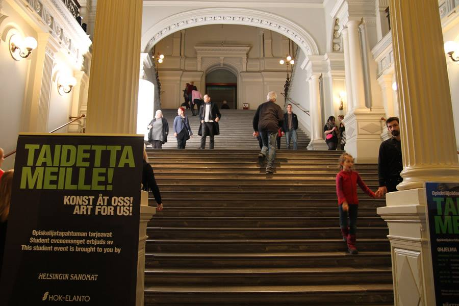HYY also conducts softer advocacy work by promoting projects that support its members' wellbeing. Students get to enjoy culture for free on Ateneum's 'Art for us' day.  Photo: HYY's Archives, 2012.