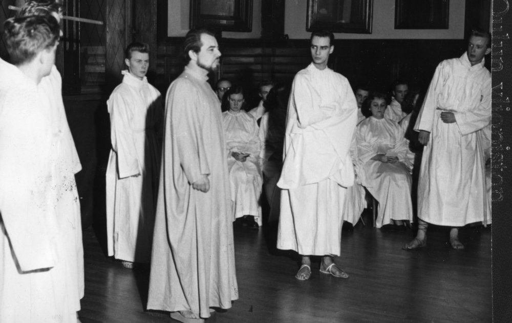 Post-war art created by the student union gradually became socially conscious. The 1957 Studentteattern production Profeetta ja kirvesmies ('The Prophet and the Carpenter') raised some eyebrows in its time, only to be overshadowed by much racier productions in later days.  Image: HYY's archives