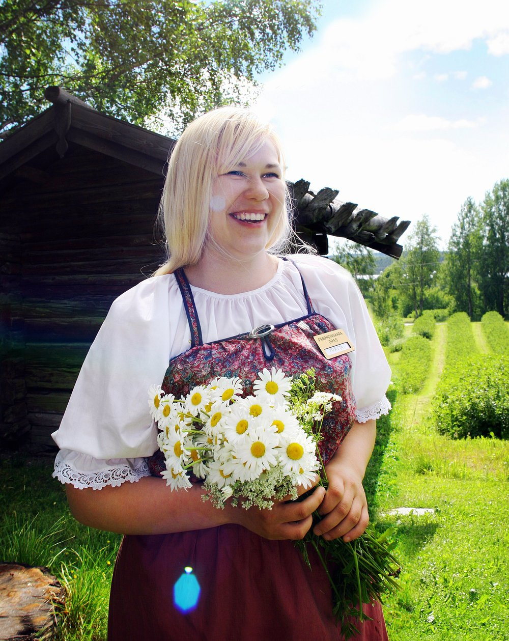 Today, lots of students spend their summers working – even though landing a summer job isn't always that easy. The ideal summer job pays well and corresponds with one's education. However, job opportunities like this are hard to come by. Some students are employed in museums.  Photo: Lehtikuva (2005)