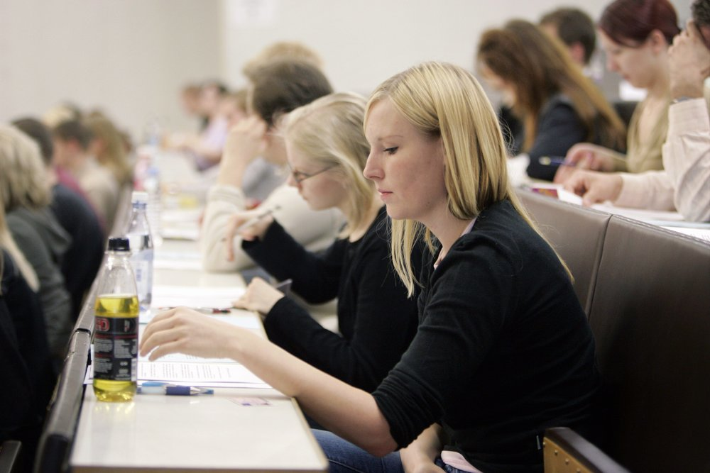 The lecture halls of the University of Helsinki stay busy all through the summer. Some students spend the summer taking exams and earning some credits. In early June, the lecture halls are also buzzing with university hopefuls who are taking their entrance exams.  Photo: Entrance exams in Porthania. Lehtikuva (2004)