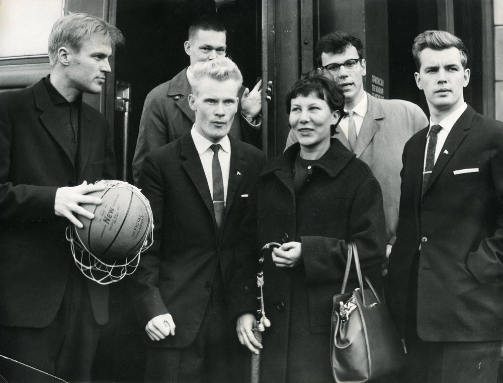 HYY has cooperated internationally in student sports since at least the 1920s. The photo shows representatives of a sports club from the University of Helsinki in Tartu in 1961.  Photo: HYY's Archives (1961)