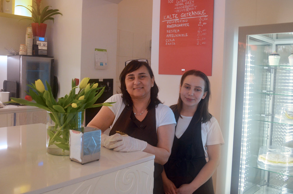 Beate and Anna at Gelateria Tosoni. (Beate put on some extra lip gloss for us in the photo)