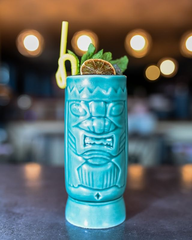 Need a cocktail to cure your midweek blues? We got you. Come try out our boozy, tiki style cocktail: the Shogun Assassin. 🍹⠀⠀⠀⠀⠀⠀⠀⠀⠀ #drinkbr #eatbr #midcitybr #eatsoji