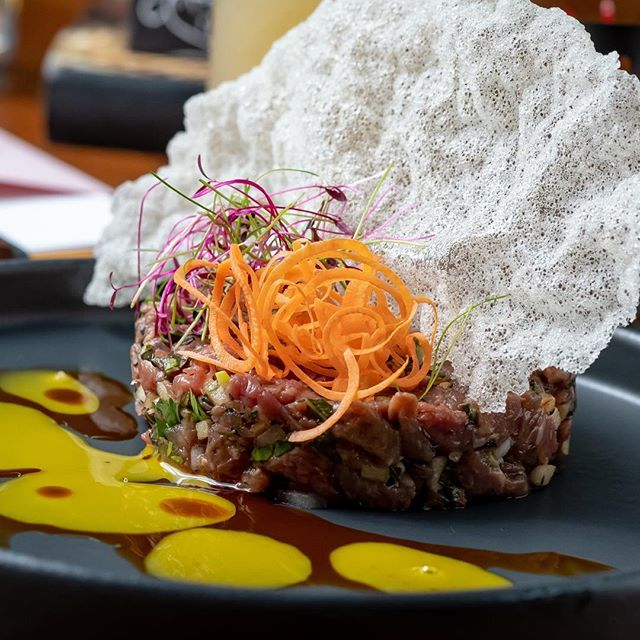 This Wagyu Beef Tartare is waiting for you tonight.  Prepared with soy, apple, and ginger with savory egg yolk and topped with a tapioca chip to provide a crispy texture. Need we say more? 🙌🏼 #eatsoji #eatbr #geauxdowntownbr #midcitybr #beeftartare 📸: @mikebuckphotography