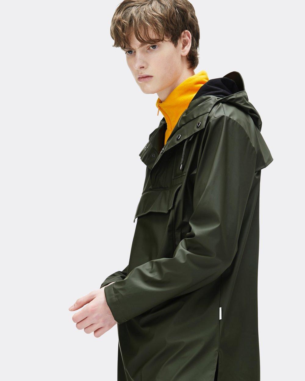 RAINS - 来自哥本哈根的小众潮流雨着品牌——RAINS,赋予了传统橡胶雨衣以创新精神的品牌。RAINS 主打高科技户外服饰,与传统户外服饰不同的是其在面料上选用更加轻薄透气防汗防臭的PU材质也解决传统服饰的闷热潮湿问题RAINS雨衣系列也融入北欧简约设计,不仅有着出色的户外功能性更加具有时尚潮流感。
