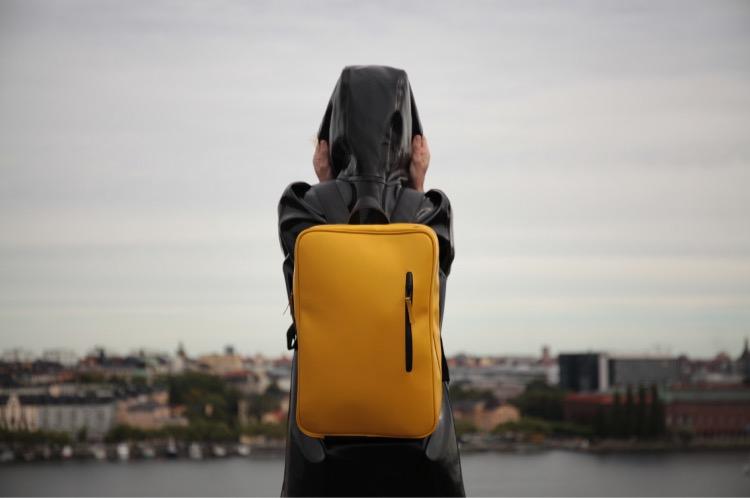 "KIWEE  KIWEE(未行)是一个出行生活方式品牌,品牌的精为""咫尺生活""。鼓励人们在每天例行工作、学业、家庭等责任之外,寻找自我,寻找属于自己的生活。产品线从背包类产品逐渐延伸到出门所需的方方面,希望成为一个有用的品牌。"