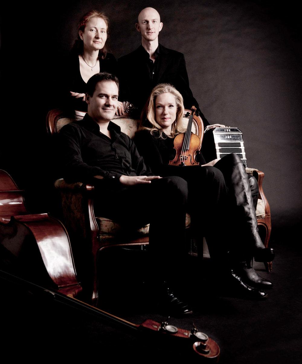 Isabelle-Van-Keulen-Ensemble.jpg