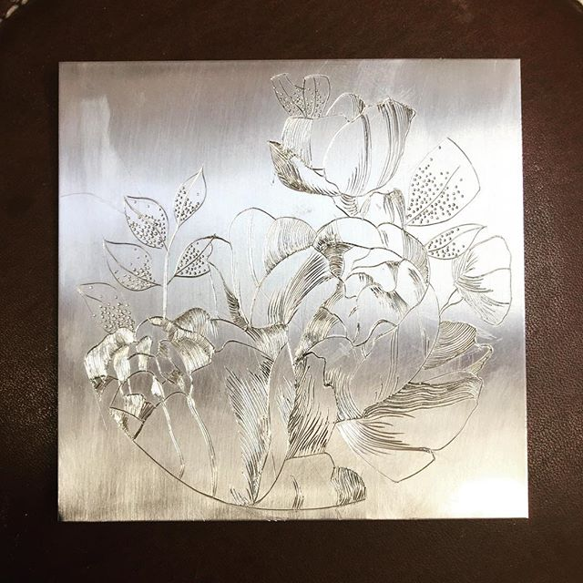 Finally finished this piece today, thank you to @malcolm_appleby_engraving for all of your help and wisdom this week! Next step for this piece is a few prints I think. #engraving #silversmithing #peonies #annabelhooddesign