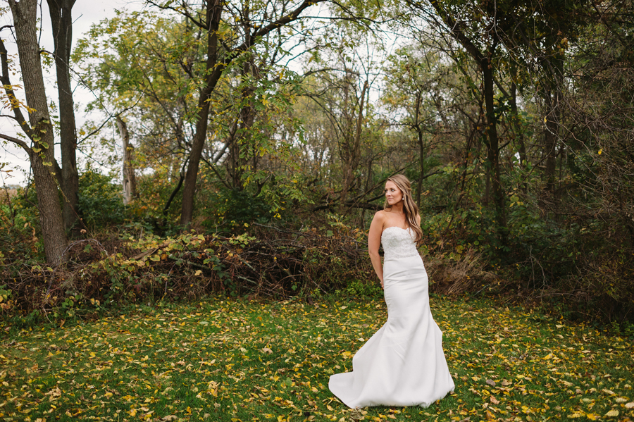 Two Birds Photography Autumn Illinois Wedding at Blumen Gardens22