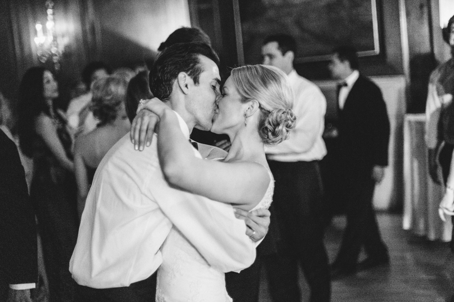 Classic Black Tie Wedding at the Racquet Club of Chicago by Two Birds Photography049