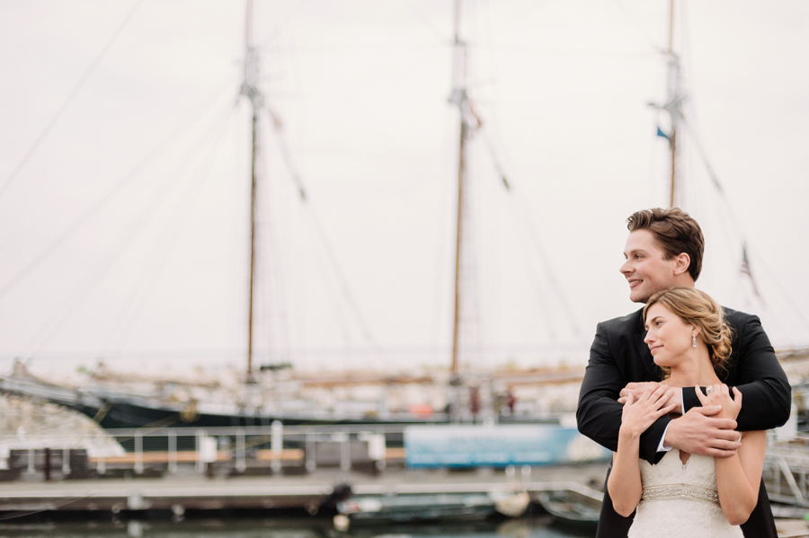 Misty Milwaukee Wedding at Discovery World by Chicago Photographers Two Birds Photography019