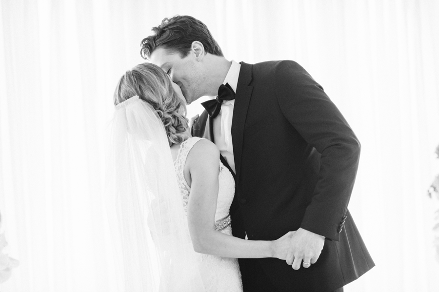 Misty Milwaukee Wedding at Discovery World by Chicago Photographers Two Birds Photography031