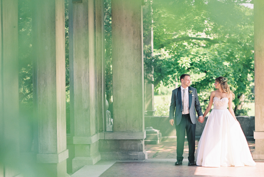 Armour House, Lake Forest, Illinois. Wedding photography by Two Birds Photography. Classic, timeless, and natural light. Serving Chicago and the suburbs.
