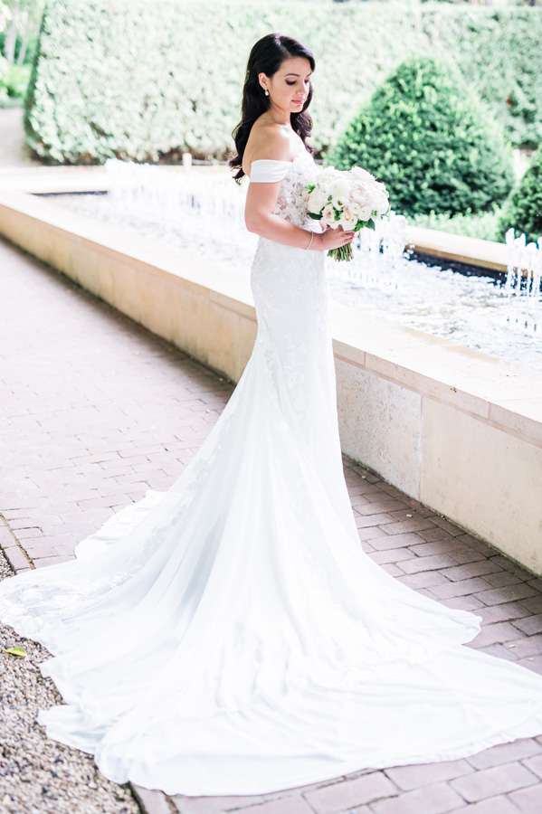 Portrait of bride at Chicago Botanic Garden.