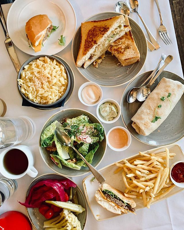 Burger, truffle fries, tuna melt, burrito, and mac&cheese that are all PLANT BASED 🌱🍴😋, you get all the guilty pleasures with a little less guilt at @crossroadskitchen #YOLO #howyouglow #HYGlosangeles